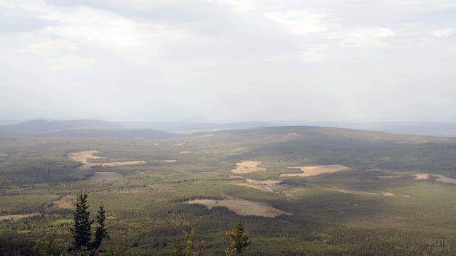 Линия хребтов Южного Урала на горизонте