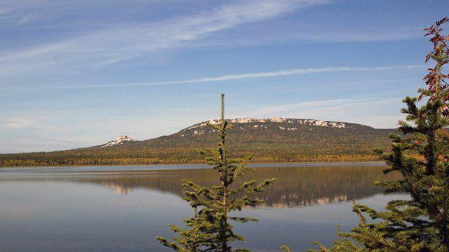 Озеро Зюраткуль в Уральских горах