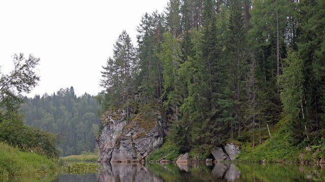 Скала Странник в уральских горах к северу от Челябинска
