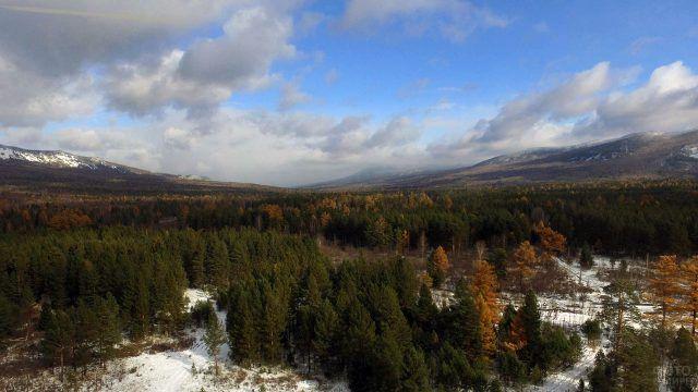 Вид с высоты птичьего полёта на два хребта Южного Урала