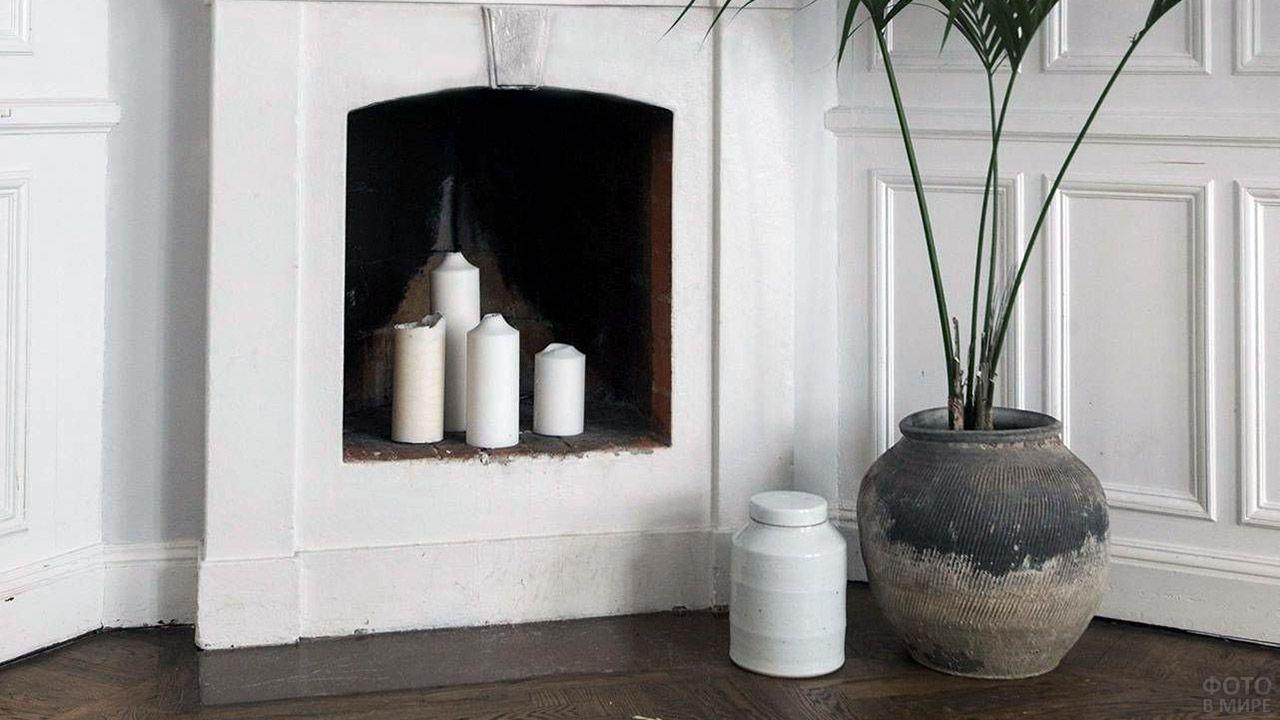 Декоративный камин со свечами