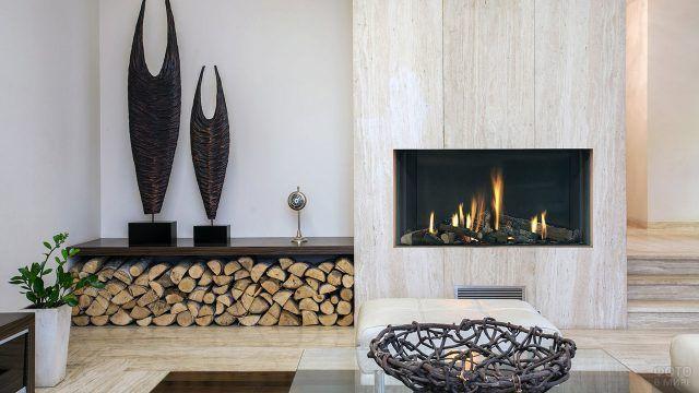 Камин с живым огнем в декоре эко-дома