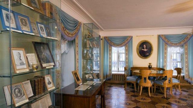 Голубая столовая в мемориальной квартире Пушкина
