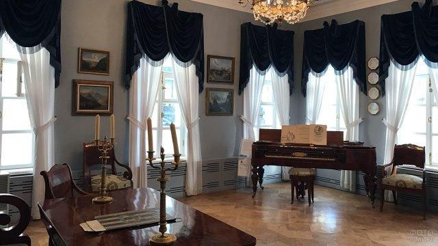 Кабинет с роялем в доме-музее Лермонтова
