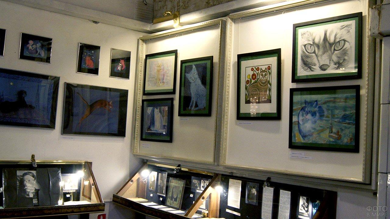 Картины подаренные поклонниками автора в экспозиции музея-театра Булгаковский дом