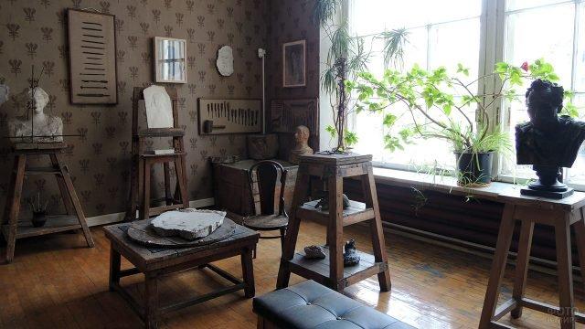 Скульптуры автора в интерьере музея-мастерской Анны Голубкиной