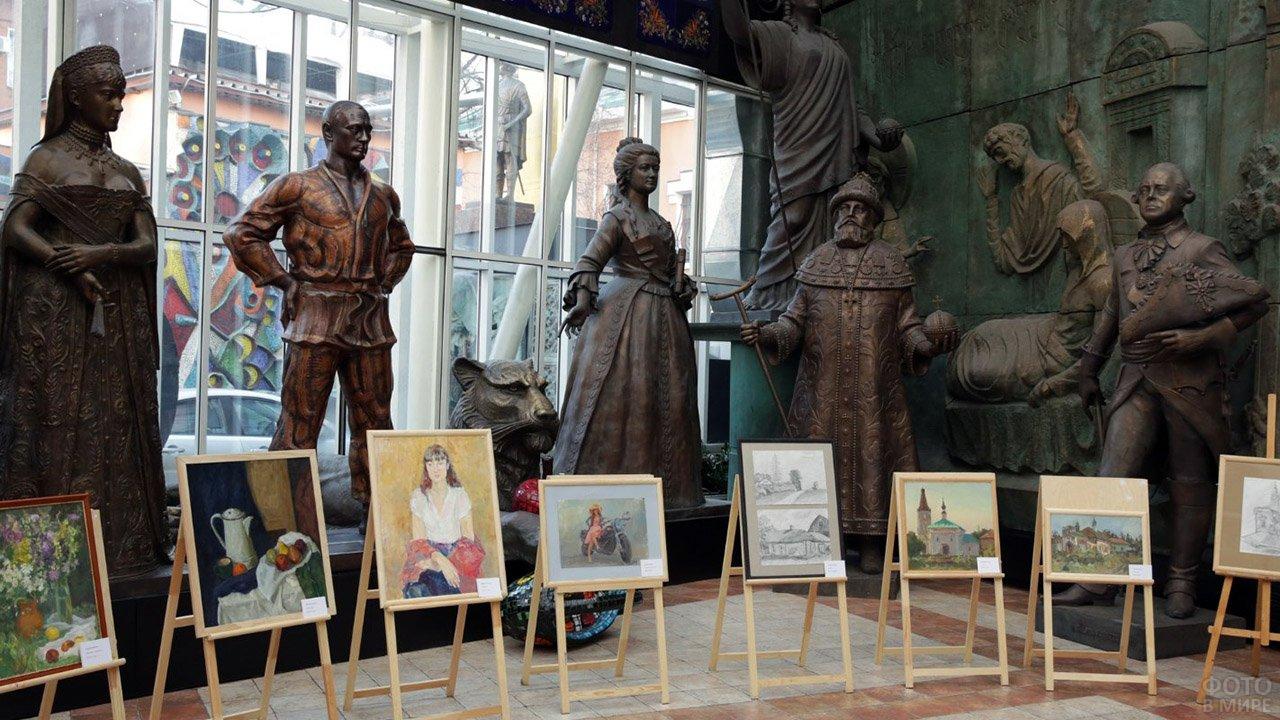 Скульптуры и живопись в экспозиции музея-мастерской Церетели