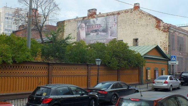 Современный вид экстерьера музея-усадьбы Льва Толстого в Хамовниках