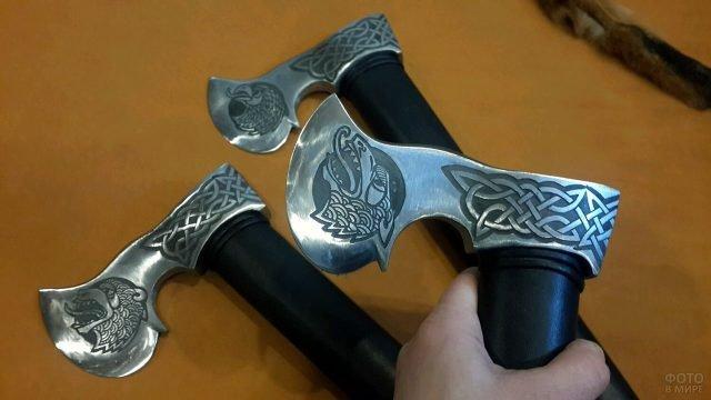 Сувенирные топоры-франциски с кельтскими орнаментами