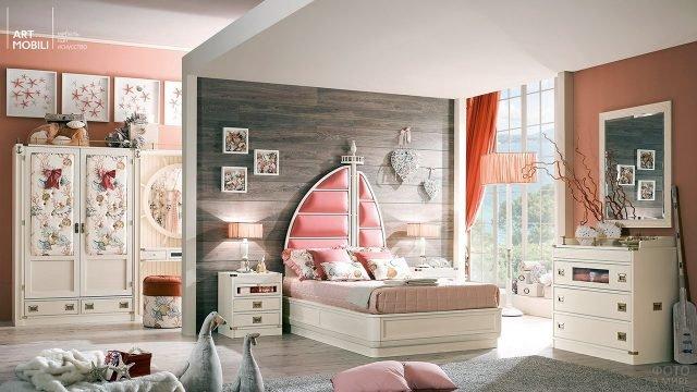 Дизайнерская детская спальня с алыми парусами над изголовьем кровати и шкафом в стиле прованс