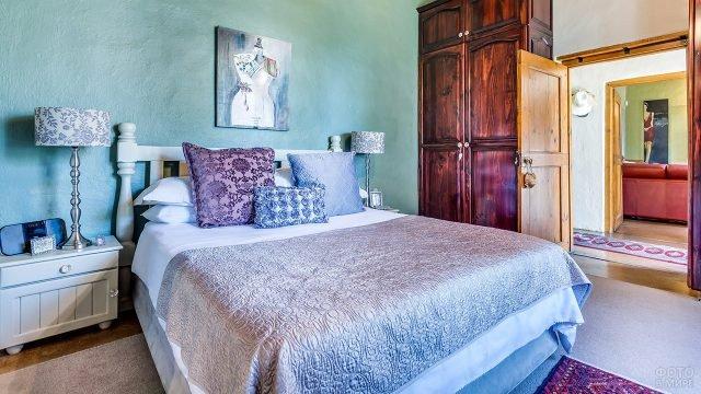 Эклектичный интерьер спальни в стиле шебби-шик