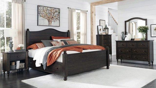 Мебель цвета венге и яркие текстильные акценты в белых стенах спальни загородного дома