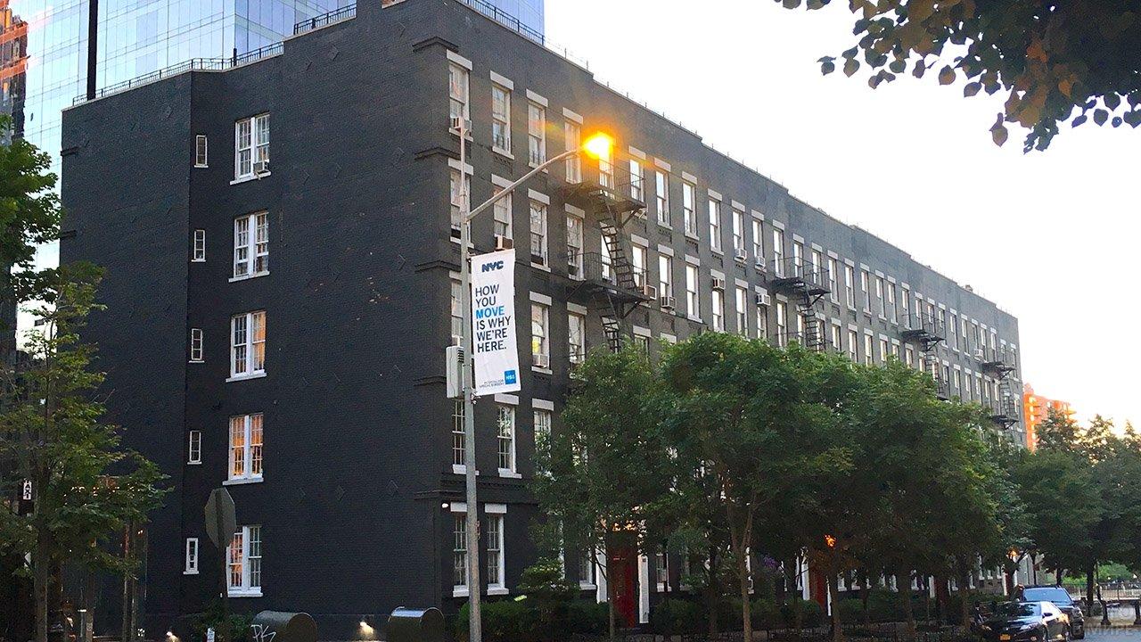 Многоквартирный жилой дом в Нью-Йорке