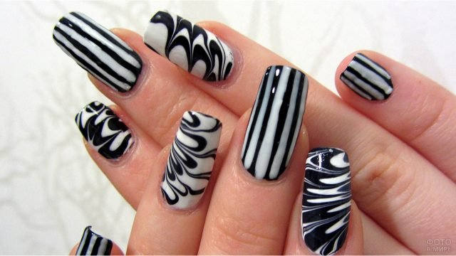 Чёрно-белая абстрактная роспись накладных ногтей