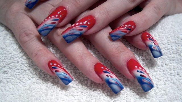 Красно-синие полосы и звёзды на накладных ногтях