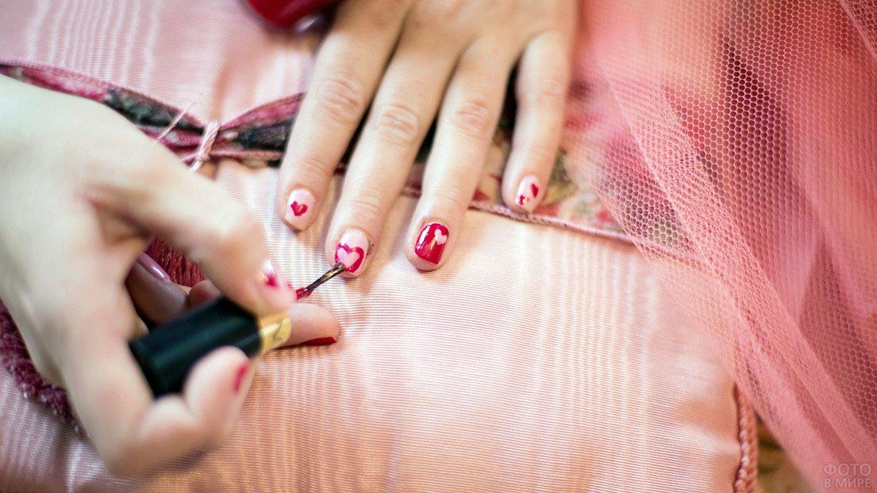 Роспись ногтей сердечками в домашних условиях