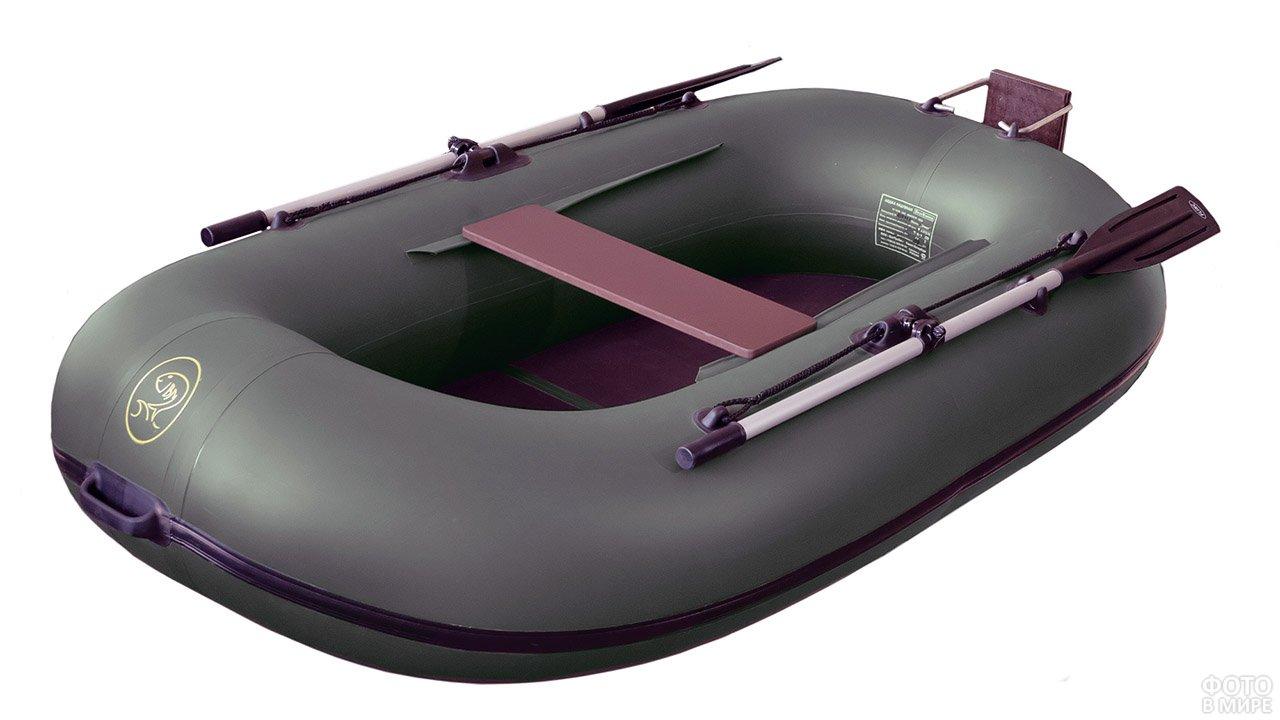 Зелёная моторно-гребная надувная лодка