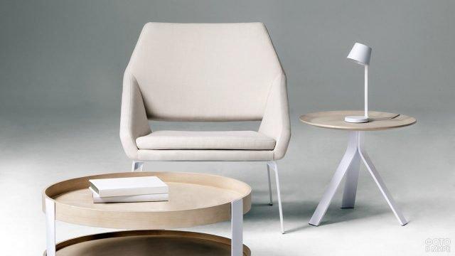 Кресло и два столика в скандинавском стиле
