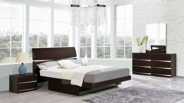 Кровать комод и тумба цвета венге для современной спальни