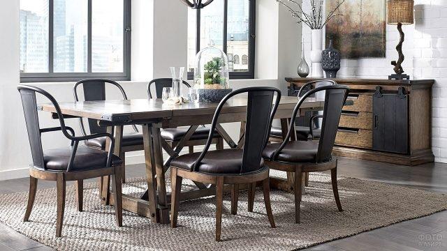 Обеденный стол и кресла с кожаными сиденьями в стиле лофт