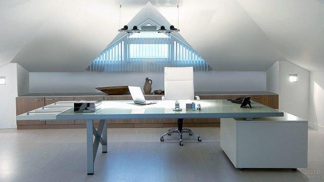 Светлая мебель для кабинета в стиле хай-тек