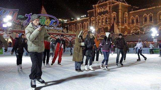 Московские студенты отмечают Татьянин день на катке на Красной площади
