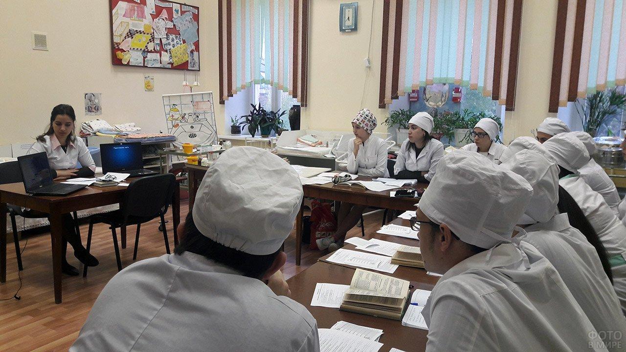 Студенты Армавирского медучилища в Татьянин день