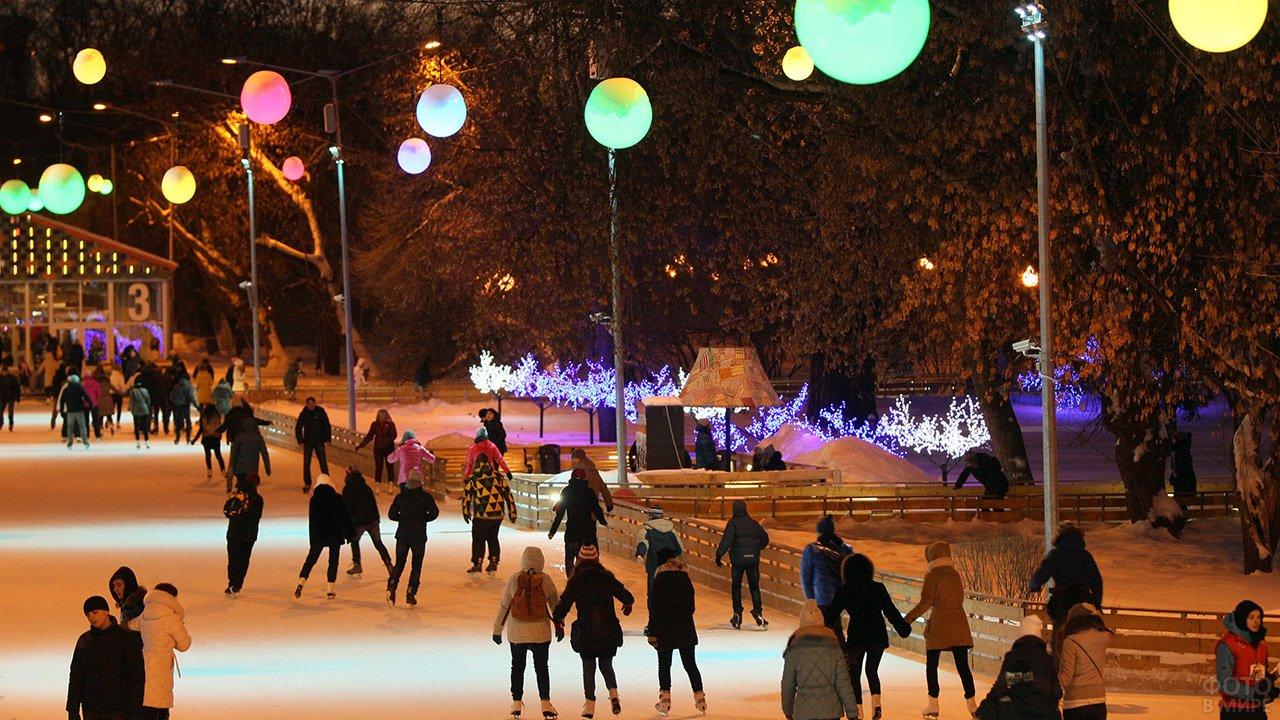 Студенты Южной Осетии отмечают Татьянин день на катке