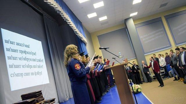 Студенты Первого казачьего университета принимают поздравления в Татьянин день