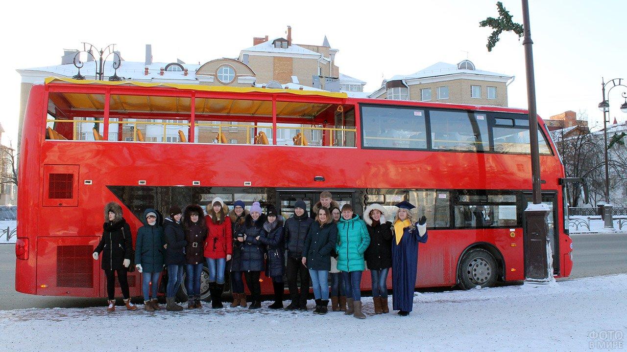 Тюменские студенты отмечают Татьянин день прогулкой на двухэтажном автобусе