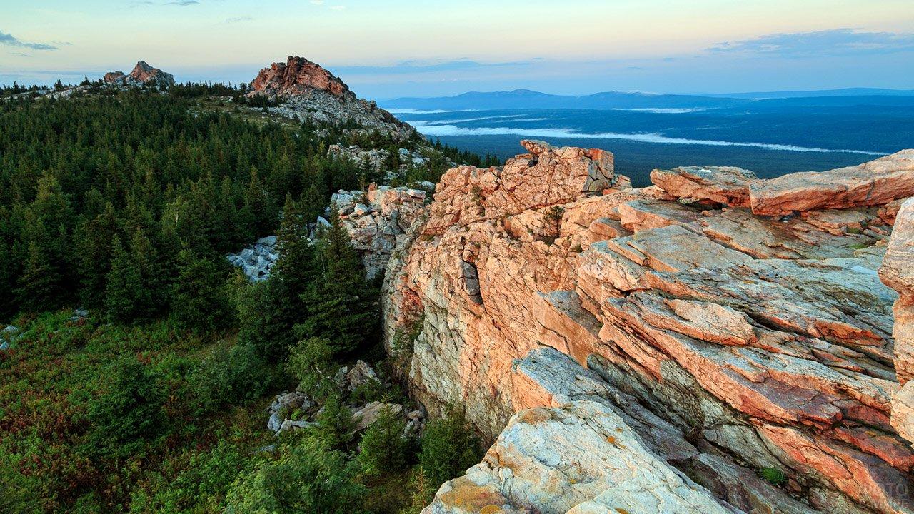 Закат над скалами Урала
