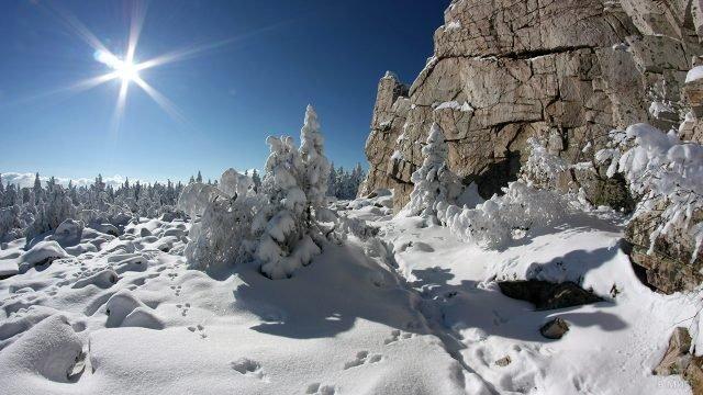 Зимний день у подножья горы Юрма