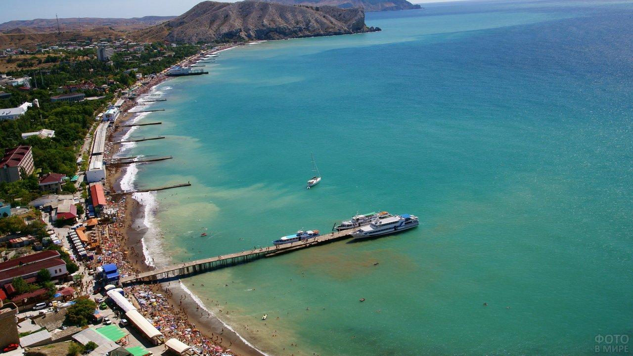 Пляж в Судаке вид с высоты