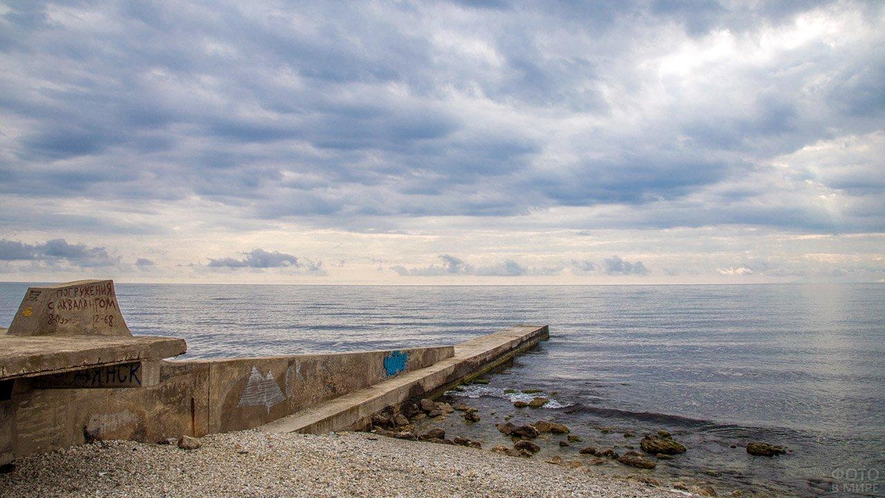 Пляж за мысом Алчак под Судаком