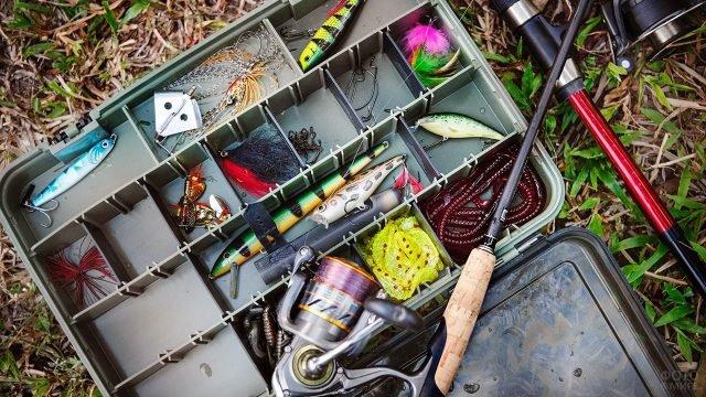 Кейс с рыболовными снастями
