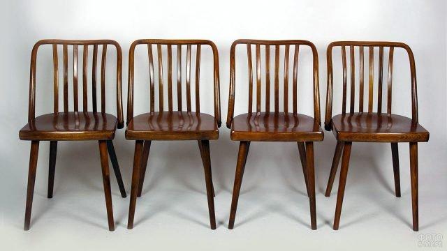 Деревянные стулья ретро-стиля