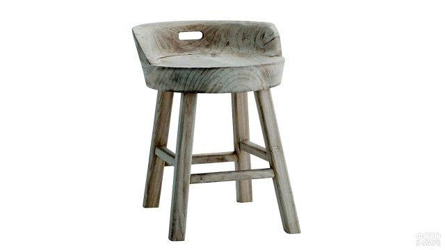 Деревянный стул с низкой спинкой-ручкой
