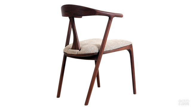 Дизайнерский деревянный стул с мягким сиденьем
