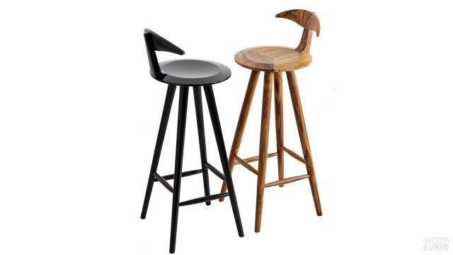 Оригинальные барные стулья из дерева двух цветов