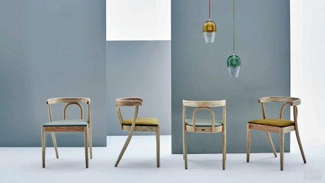 Современные деревянные стулья с классическими французскими спинками