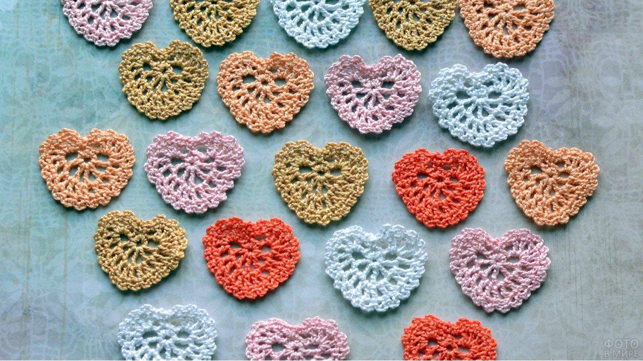 вязаные крючком ажурные сердечки валентинки
