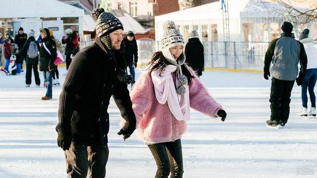Влюблённые на катке в парке имени Горького