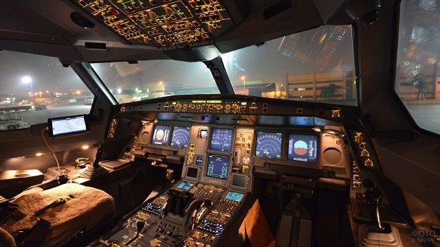 Кабина экипажа пассажирского лайнера Аэрофлота