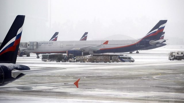 Самолёт Аэрофлота в зимнем Шереметьево
