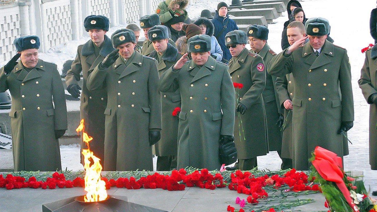 День защитника отечества у Красноярского Вечного огня