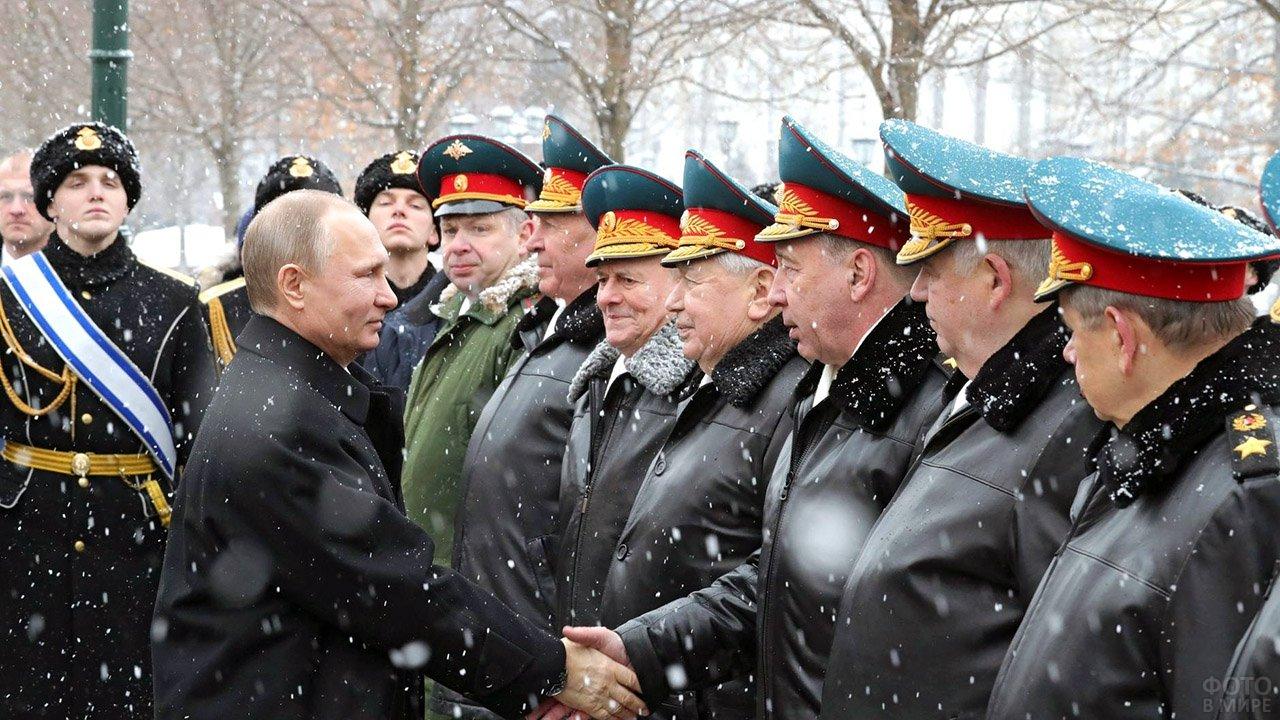 Президент поздравляет высших военных руководителей на параде 23 февраля