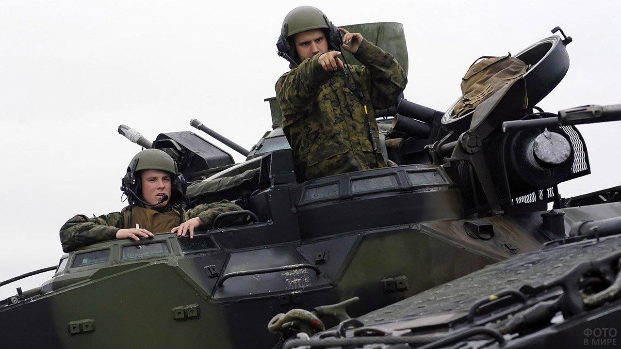 юниты открываются фото военных танкистов парка везде фотографируются