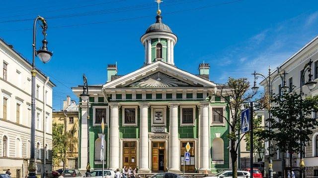 Фронтон Финской церкви в Санкт-Петербурге