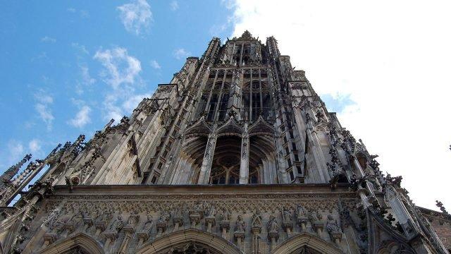 Фронтон готического собора в Германии