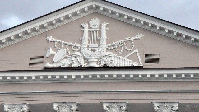 Фронтон Каменноостровского театра